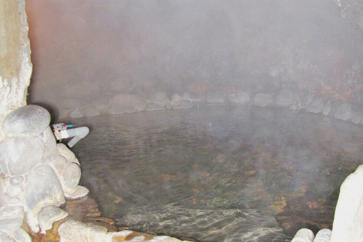「岩穴風呂」